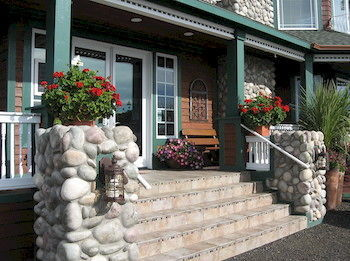 The Collins Inn and Seaside Cottages - Adults Only