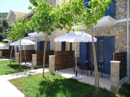 Ilianthos Apartments & Rooms