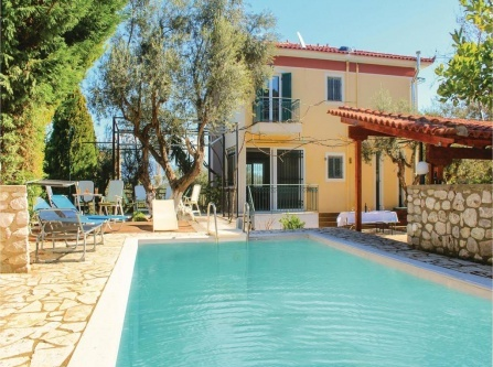 Four-Bedroom Holiday Home in Kamares
