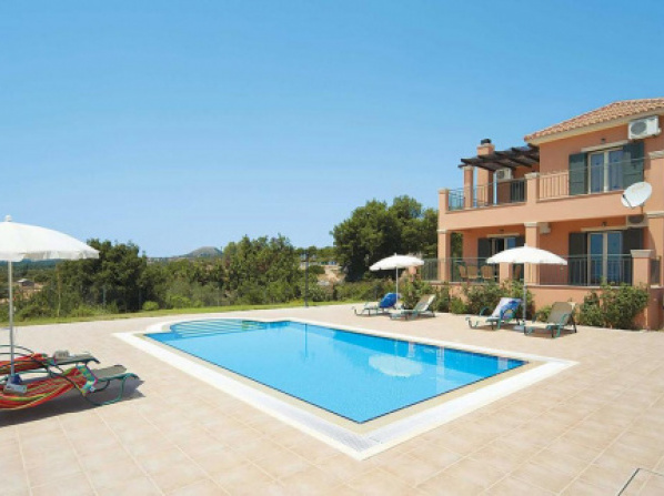 Karavados Villa Sleeps 6 Air Con WiFi